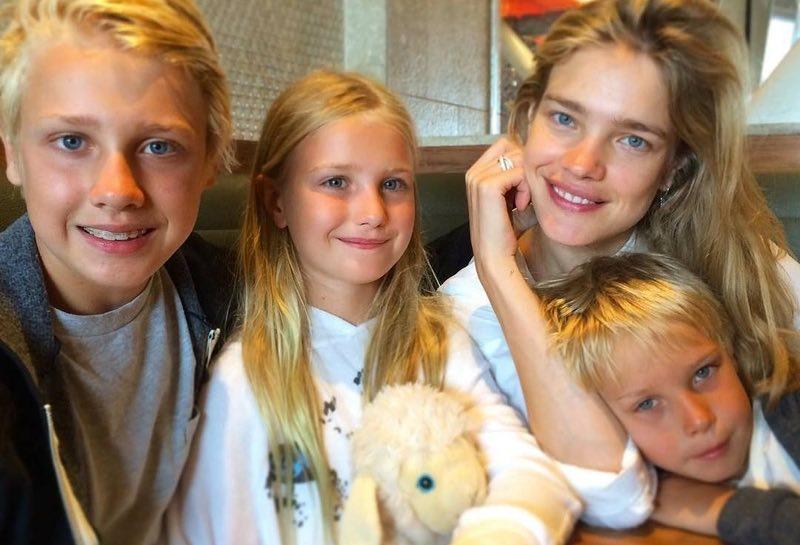 Семейные фото знаменитостей с детьми, которые вы вряд ли видели в Интернете. Так трогательно!..