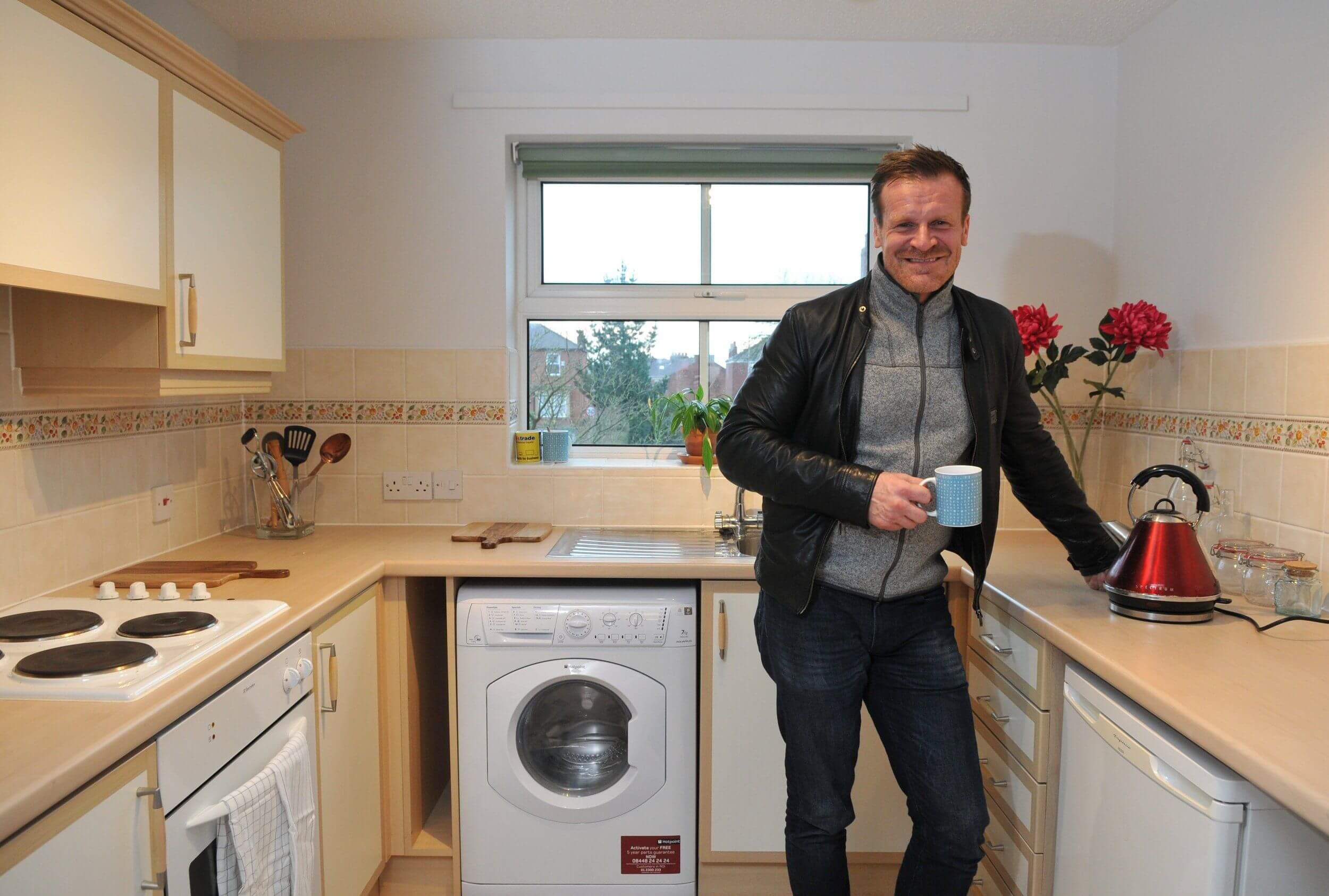 Миллионер подарит свою квартиру стоимостью 150 тысяч долларов тому, кто его попросит о жилье!