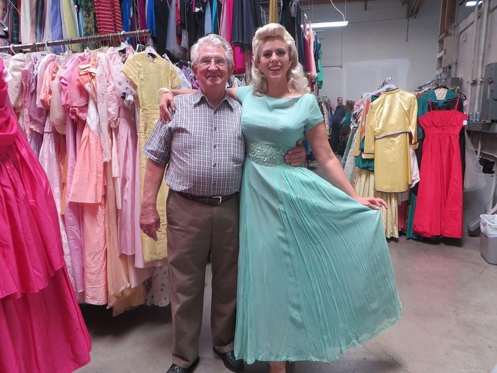 55 тысяч платьев мужчина купил для своей супруги за 56 лет брака! Пришлось искать отдельный ангар для них!