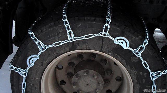Стяжки, упрощающие автомобилистам сцепление на заснеженной дороге!