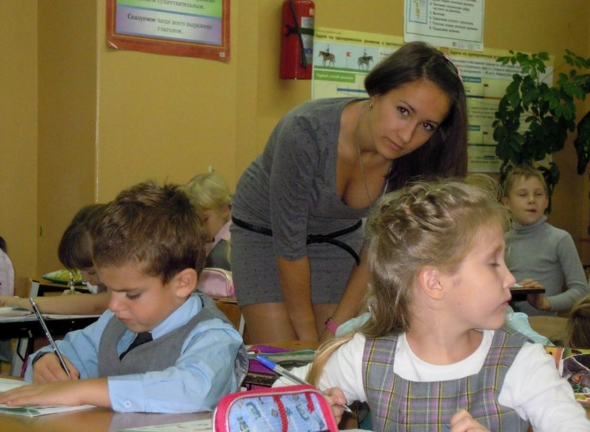 Эти учительницы никогда не испытают ненависть учеников! Разве что повышенный интерес…