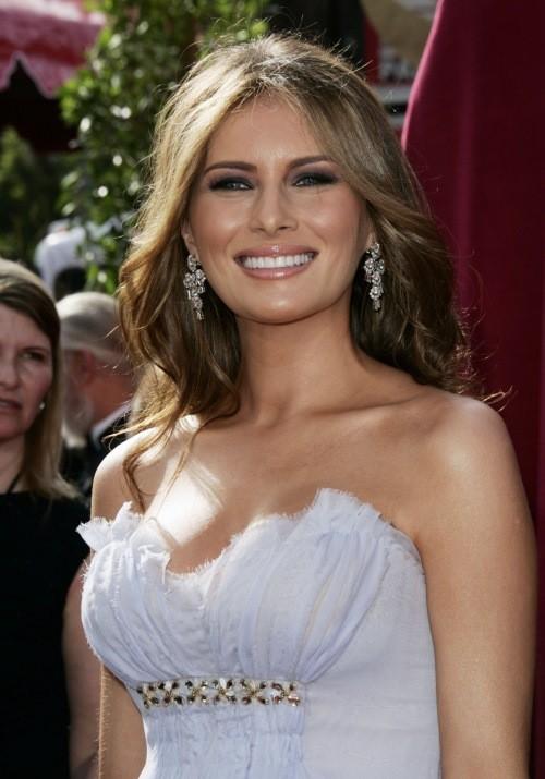 Мелания Трамп почему-то сознательно избегает ношения лифчика… Странно, почему?