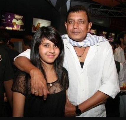 Известный актер из Индии нашел на свалке младенца. Лишь посмотрите, какой красавицей выросла девочка!