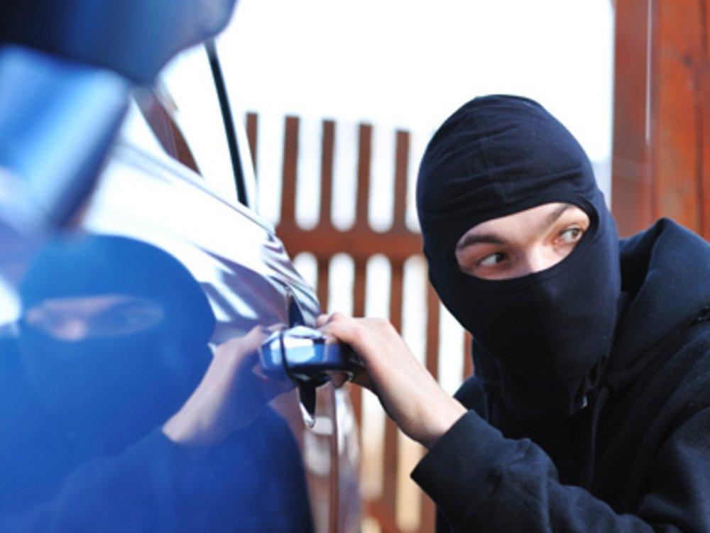 Увидели монету в дверце автомобиля! Срочно предпринимайте что-то, это неспроста!