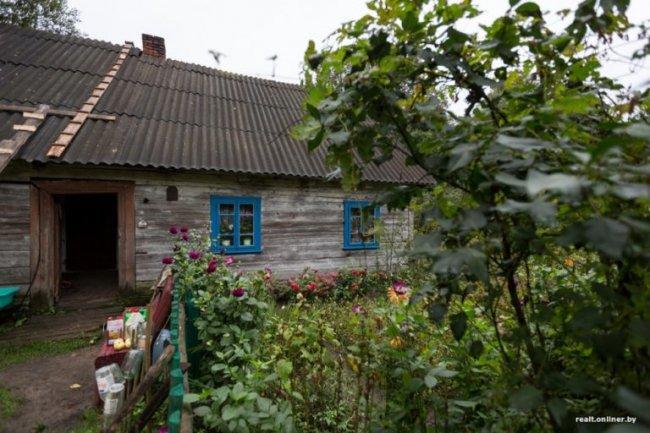 Больше 45 лет бабушка живет в глухом лесу одна – без электроэнергии, воды, телефона, газа…