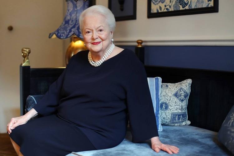 Актриса из фильма «Унесенные ветром» получила награду от королевы Великобритании. Ей уже 101 год!