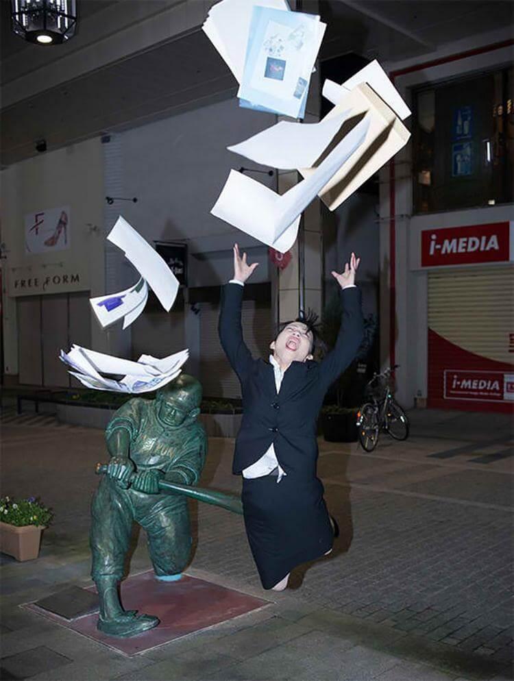 20+ фото людей со статуями, которые заставляют смеяться и удивляться находчивости