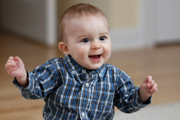 Малыш буквально покорил публику оригинальным танцем на концерте его отца