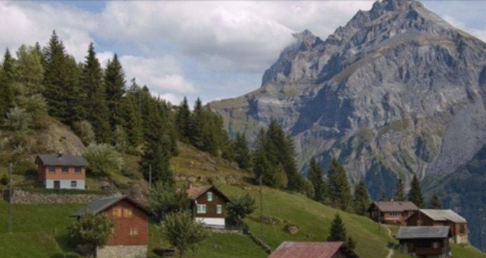 Жителям села в Швейцарии обещают больше 20000 евро – каждому, кто согласится переехать сюда!