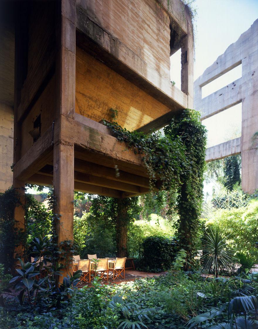 Архитектору удалось превратить старый цементный завод в красивейший дом! Хотите посмотреть, что внутри?