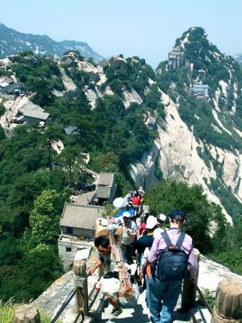 Несколько фото самого страшного и опасного маршрута в мире! Вы такого еще не видели!