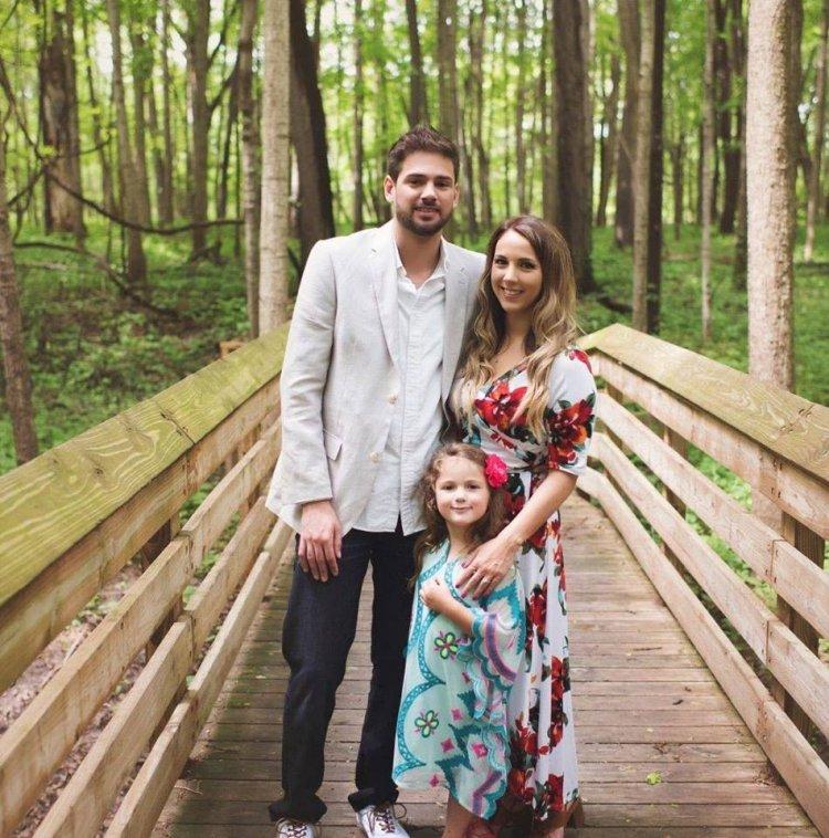 Когда молодая мама давала согласие выйти замуж за бойфренда, она не знала, что он сделает два предложения…