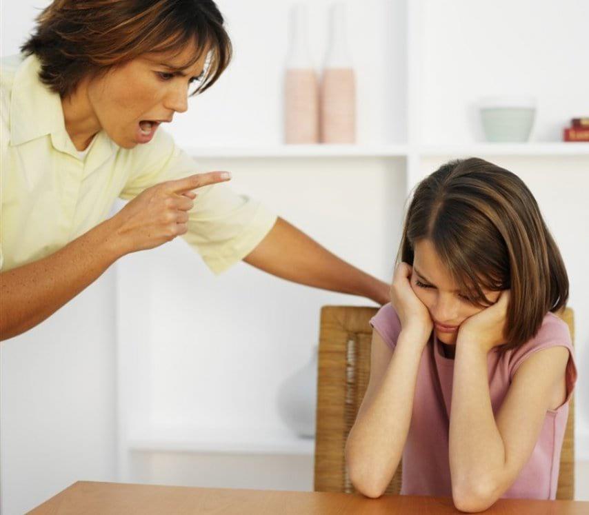 Когда в школе парень сорвал лифчик с 15-летней девушки и унизил ее, мать стала на защиту дочки!