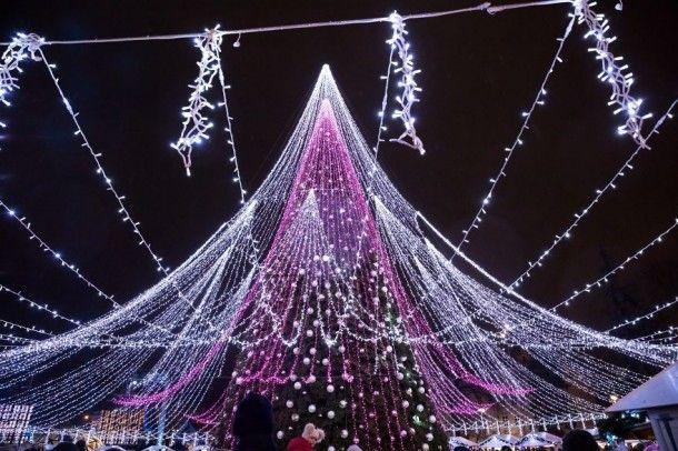 Фото рождественской ёлки в Вильнюсе, которую назвали самой-самой красивой в Европе!