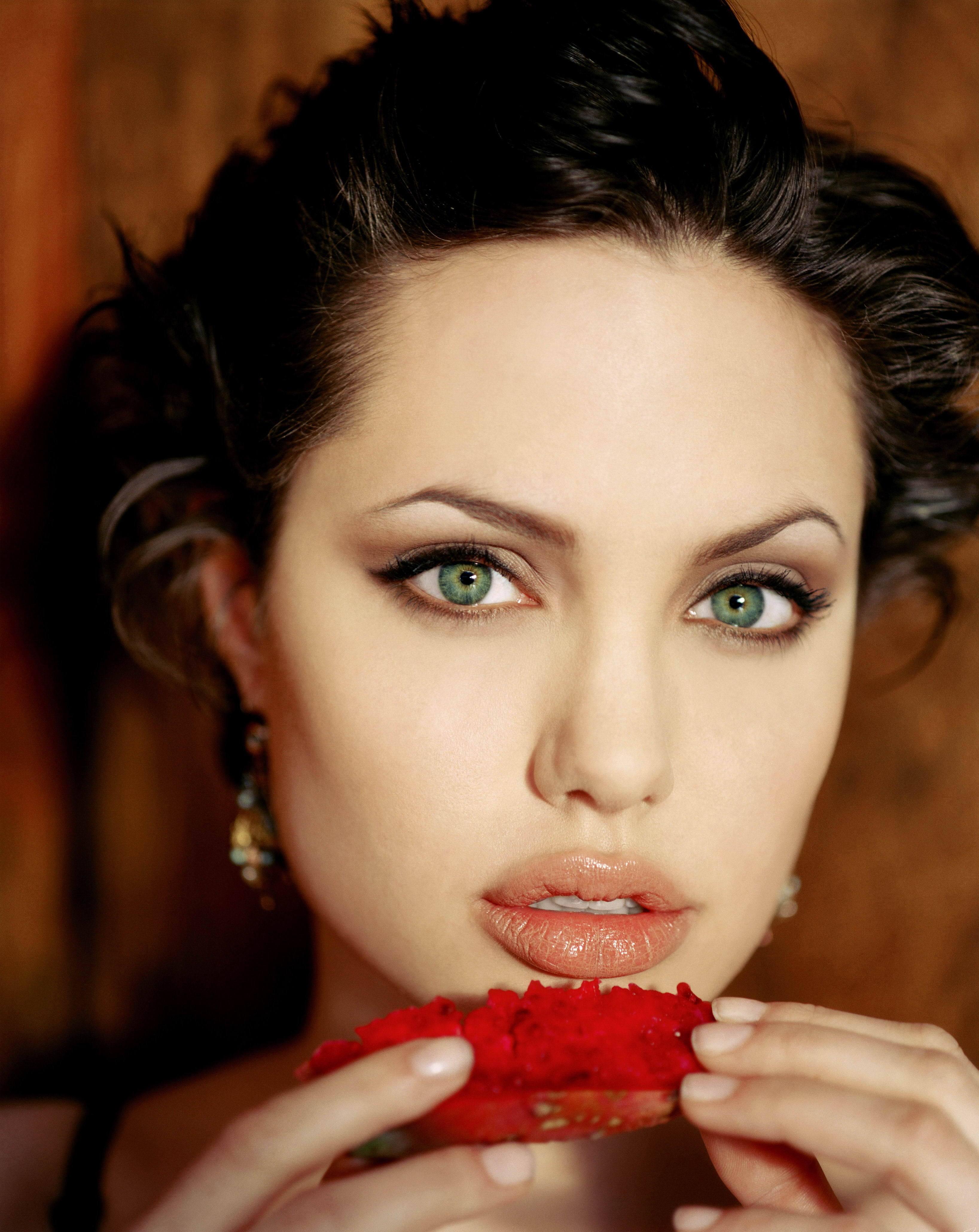 Оказывается, по форме губ можно определить, насколько чувственна женщина! Проверим?