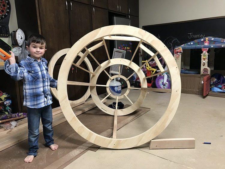 Малыш отказывался засыпать в своей кровати. И тогда родители построили в детской настоящий космический корабль!