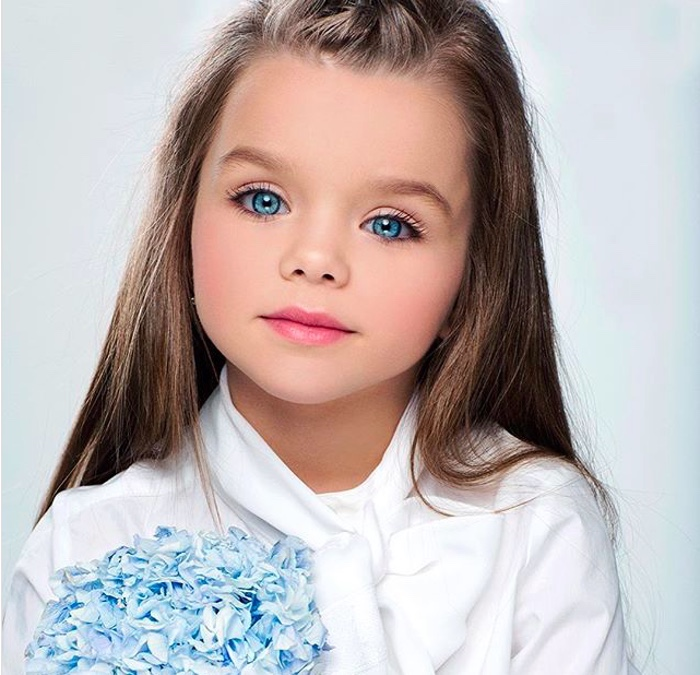 Эту девочку называют самой красивой в мире! Когда в камеру попадают ее глаза – все буквально с ума сходят!