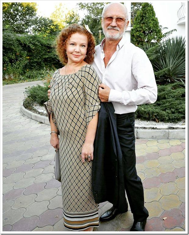 На новых фото 70-летний Юрий Беляев выглядит как ровесник его 43-летней супруги Татьяны Абрамовой!