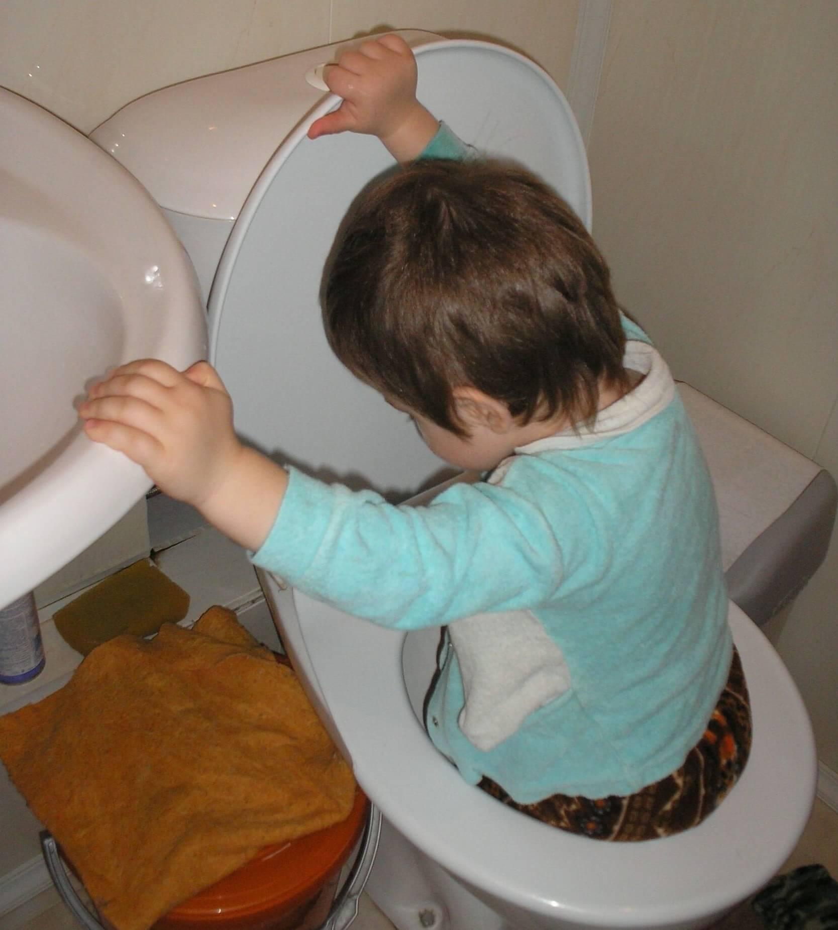 Отвернись на минутку и потом полдня устраняй последствия детских шалостей… Несколько фото-доказательств того, что тишина в детской – не к добру!