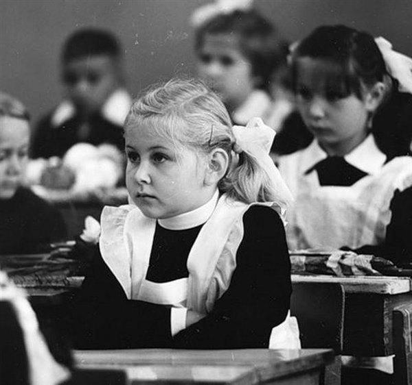 Открываю вчера шкаф и начинают течь слезы… А вы помните наше детство? Дефицит? Да к черту его, зато какими же добрыми мы были…