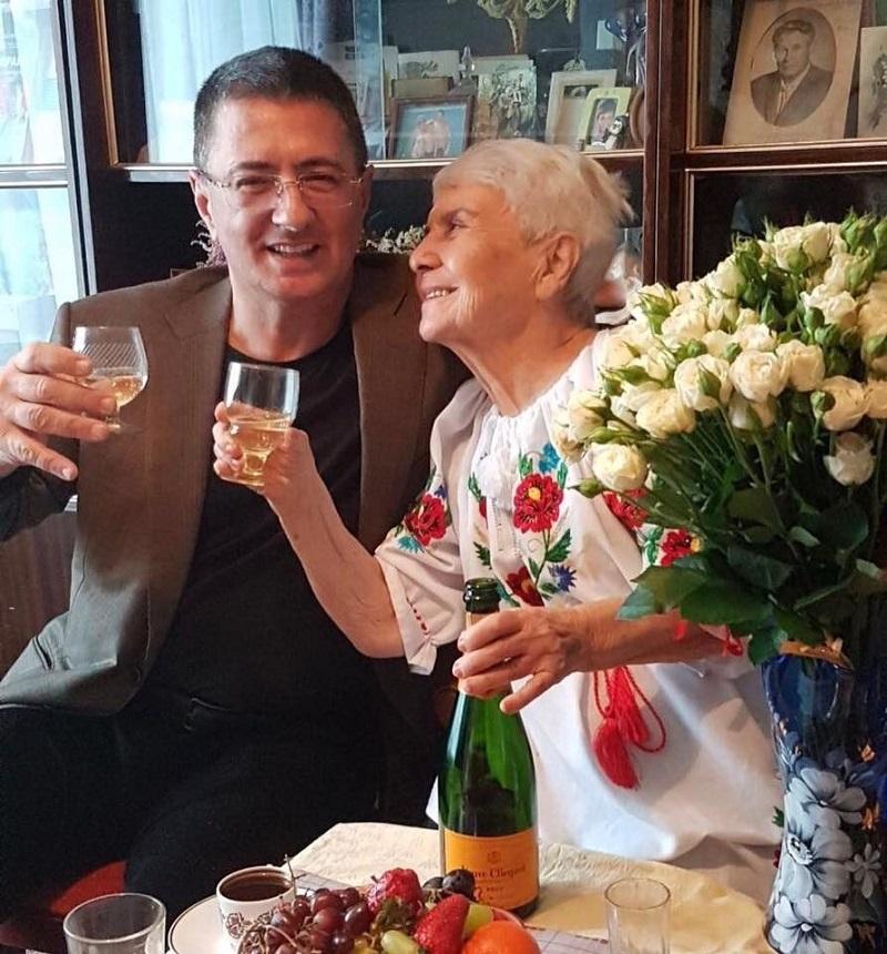 Маме известного доктора Мясникова 90 лет и вот что она говорит: «Радуюсь каждому дню, полы мою руками». Классные советы долголетия!
