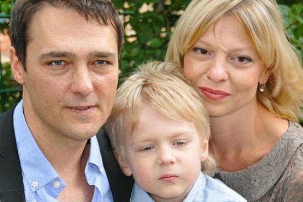 На протяжении 17 лет Юра Шатунов прятал супругу от глаз поклонников. А знаете, почему?