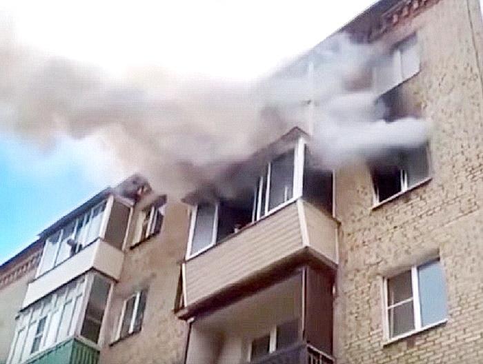 Мужчина умудрился спасти детей, выкинув их с пятого этажа