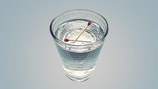 Достаточно стакана воды и двух спичек, чтобы быстро определить наличие порчи или сглаза