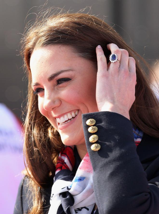 Самые красивые ювелирные подарки принца Уильяма жене Кейт Миддлтон – весь мир к ее ногам