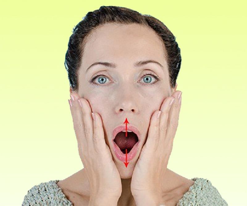 Будим неработающие мышцы: для подтяжки области вокруг рта нужно взять пробку и зажать ее между…